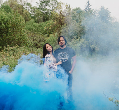 SMOKE BOMB PORTRAITS | asinas family maternity