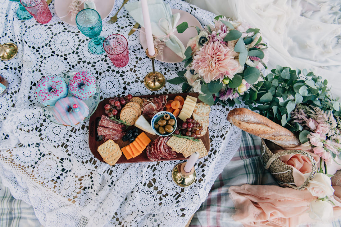 pastel themed spring picnic elopement inspiration | eightyfifth street photography