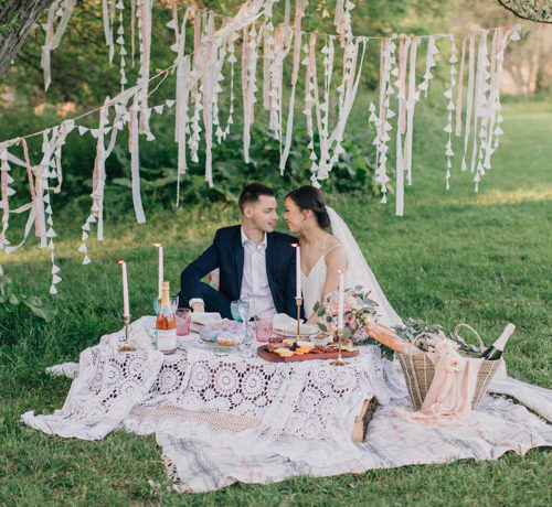 SPRING PICNIC ELOPEMENT INSPIRATION